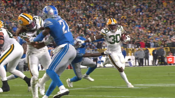 Williams stiff-arms defender on way to TD