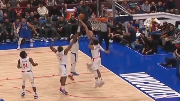 Porzingis throws down nice putback jam