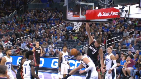 Leonard rises up for slam on Vucevic