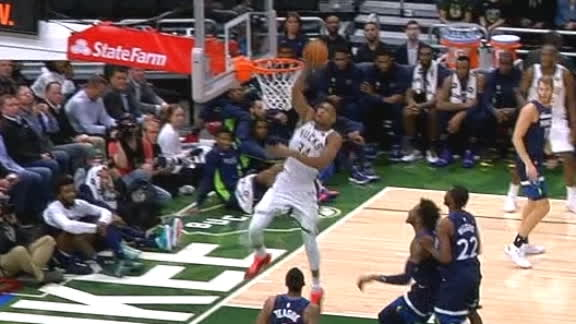 Antetokounmpo blows by defender for easy slam in the lane
