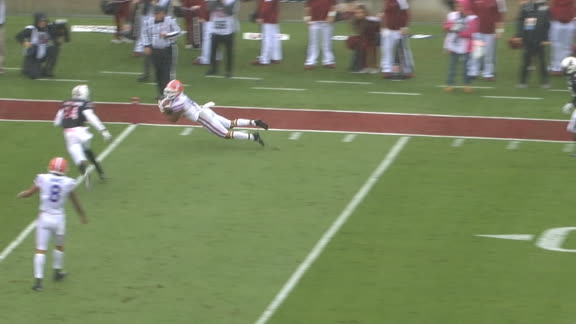 Florida takes lead on Swain's diving catch