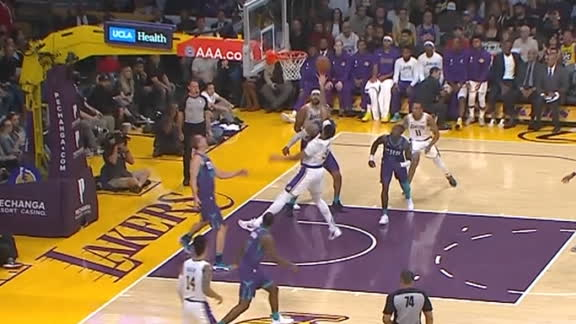 Davis goes coast-to-coast, cooks his defender for the bucket