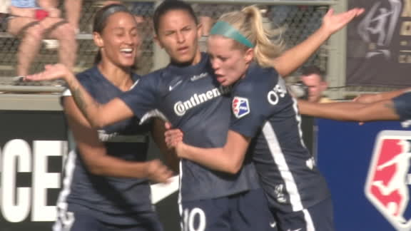 Debinha gives Courage early lead in NWSL final