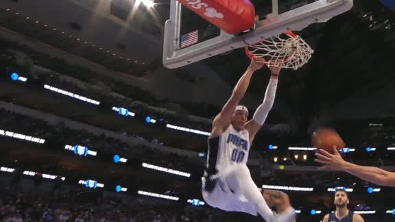 Gordon soars for another alley-oop