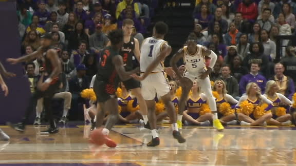 LSU's Smart throws slick behind-the-back pass to Mays for 3