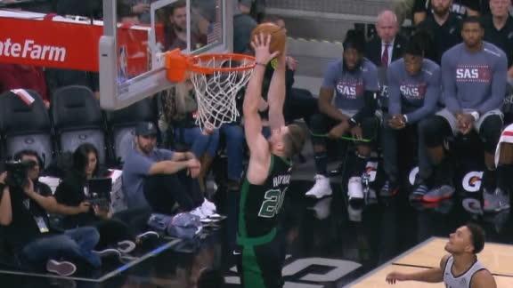 Walker feeds Hayward for the fast-break slam