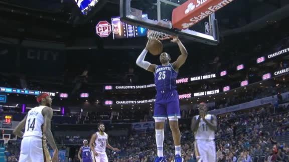 Graham's beautiful bounce pass leads to Washington dunk