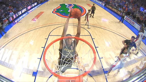 Vassell throws down alley-oop dunk off the inbounds