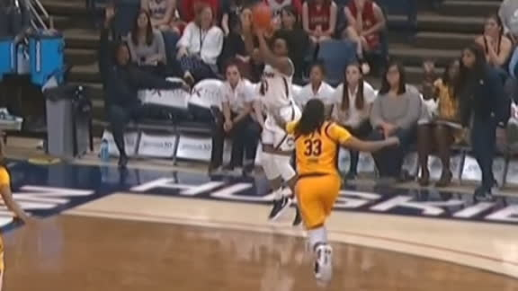 Williams' 3-pointer pads UConn's lead