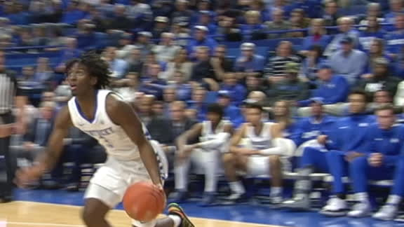 Maxey cruises baseline for up-and-under layup