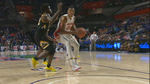 Blackshear cuts into lane for Florida bucket