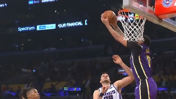 Davis goes reverse to finish alley-oop