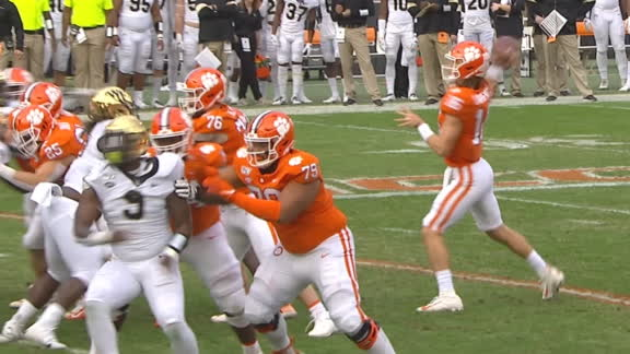 Lawrence gets Clemson on the board with TD pass