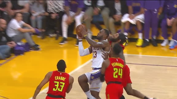 Kobe gives LeBron ovation after making difficult 1-on-3 layup