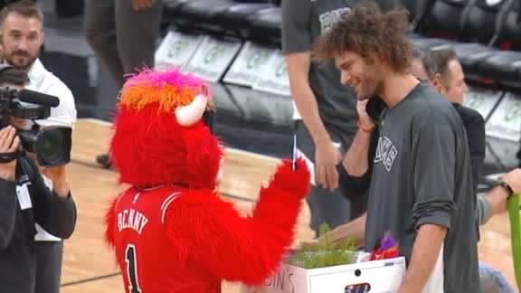 Lopez reunites with Benny the Bull
