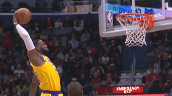 LeBron throws down tomahawk slam
