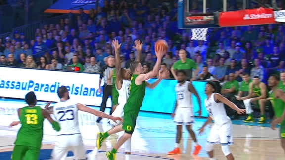 Oregon's Pritchard spins his way to the basket