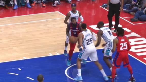 Biyombo's block secures Hornets' win