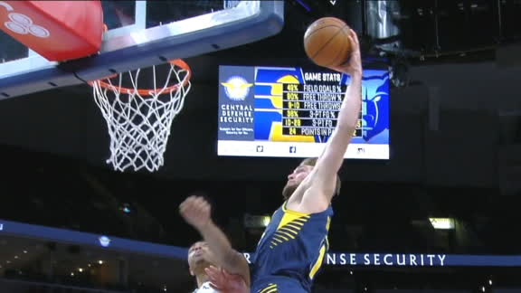Sabonis finishes with the powerful jam