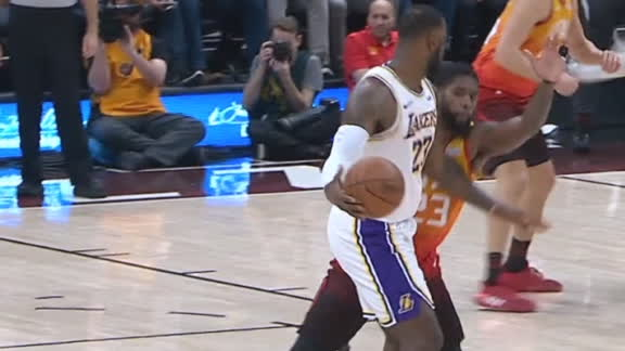 LeBron lasers pass to KCP for layup