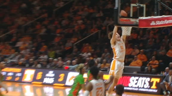 Bowden connects with Fulkerson on inbounds alley-oop