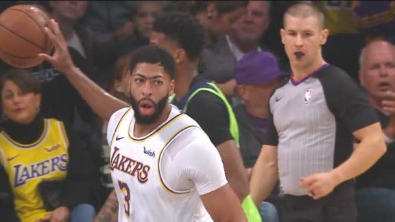 Davis scores back-to-back buckets vs. T-Wolves