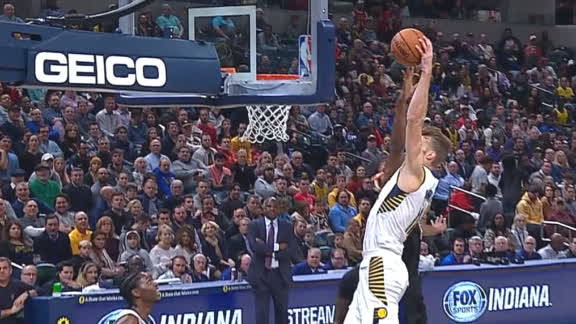 Sabonis soars in for the huge dunk