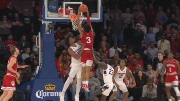 Smith dunks with authority for Indiana