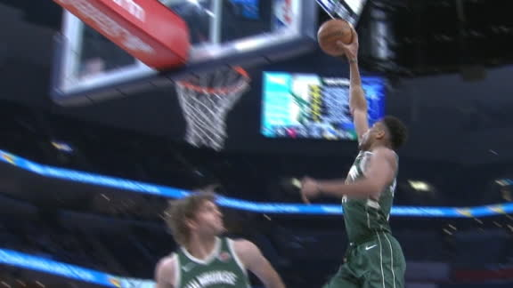 Giannis' nifty footwork leads to one-handed jam