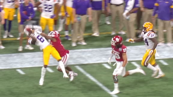 Burrow somehow finds Marshall for the catch