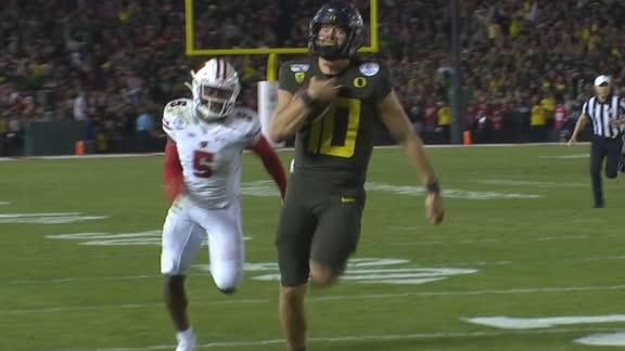 Oregon fumble recovery turns into Herbert TD