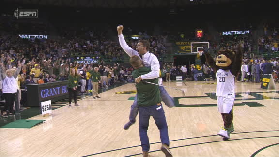 Baylor fan wins $5K with a putt