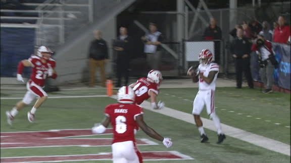 Lewis avoids tackle for TD pass to Bradley