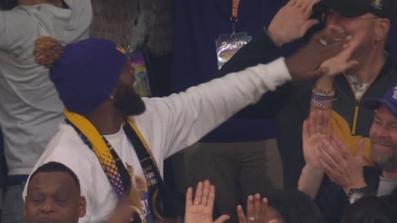 Moss' TD catch makes dad happy