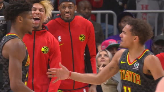 Hawks bench goes wild for Reddish's dunk