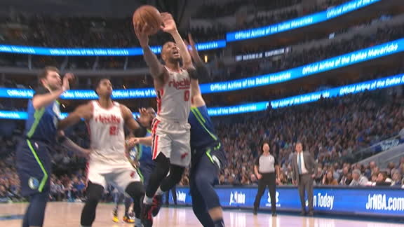 Lillard dices up Mavs for tough bucket