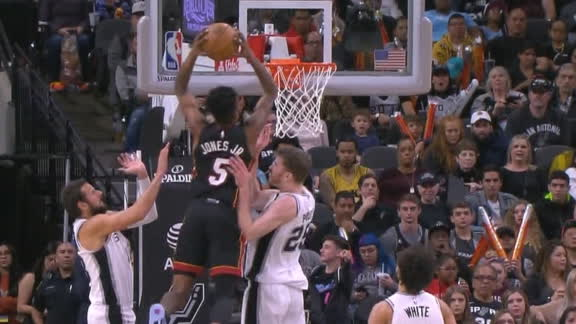Jones posterizes defender with monster dunk