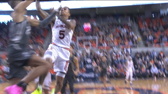 Auburn's McCormick books it for the lay-in