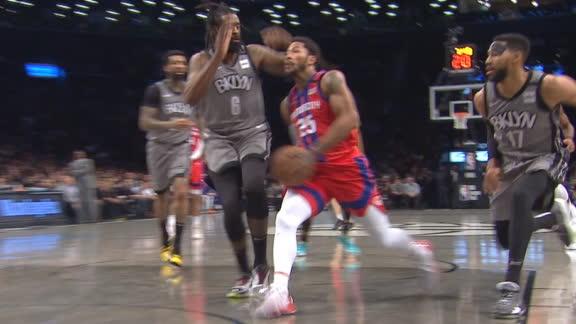 D-Rose splits the defense, finishes reverse layup