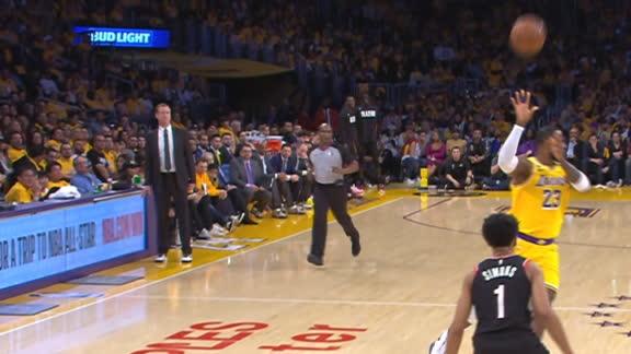 LeBron lofts no-look pass for Howard's slam