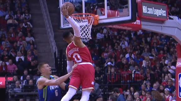 Westbrook throws down slam on Porzingis