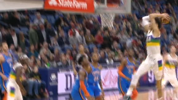 Hayes wreaks havoc with crushing dunk