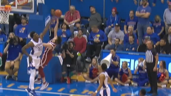 Kansas' Azubuike comes up with big block