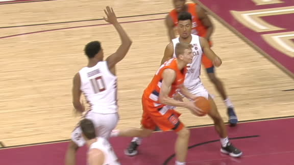 Syracuse's Dolezaj spins and splits defenders for lay-in