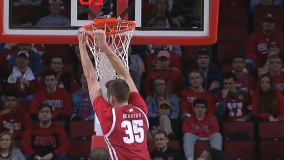Reuvers rises for two-handed flush