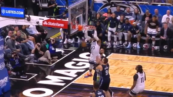 Okogie crushes dunk on wide-open look
