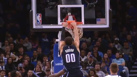 Vucevic hits Gordon for powerful jam