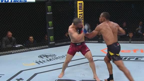 Trinaldo lands a vicious uppercut in round 3