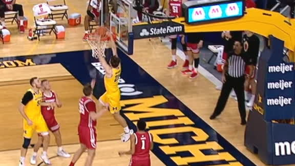 Michigan's Wagner goes baseline for dunk