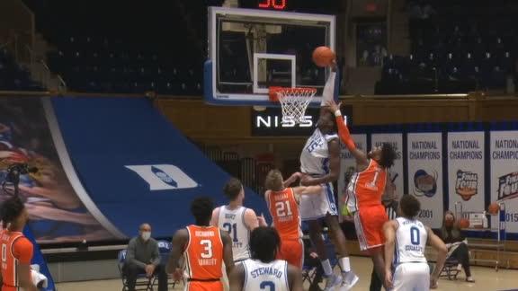 Duke's Williams flies over defender for electric putback dunk
